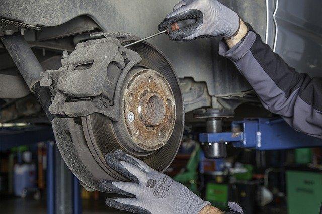 remplacement-plaquettes-frein-voiture-la-valette-du-var